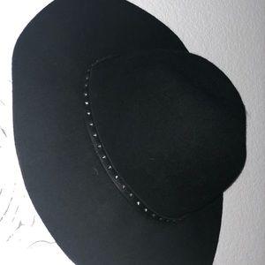Very stylish black hat